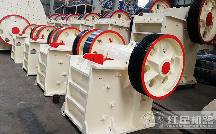 红星机器专业的打石机设备生产车间